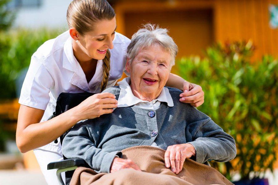 Cuidado de ancianos, la ayuda a personas mayores imprescindible